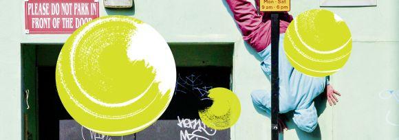 Drei gelbe Kresie auf grafischem grünen Hintergrund