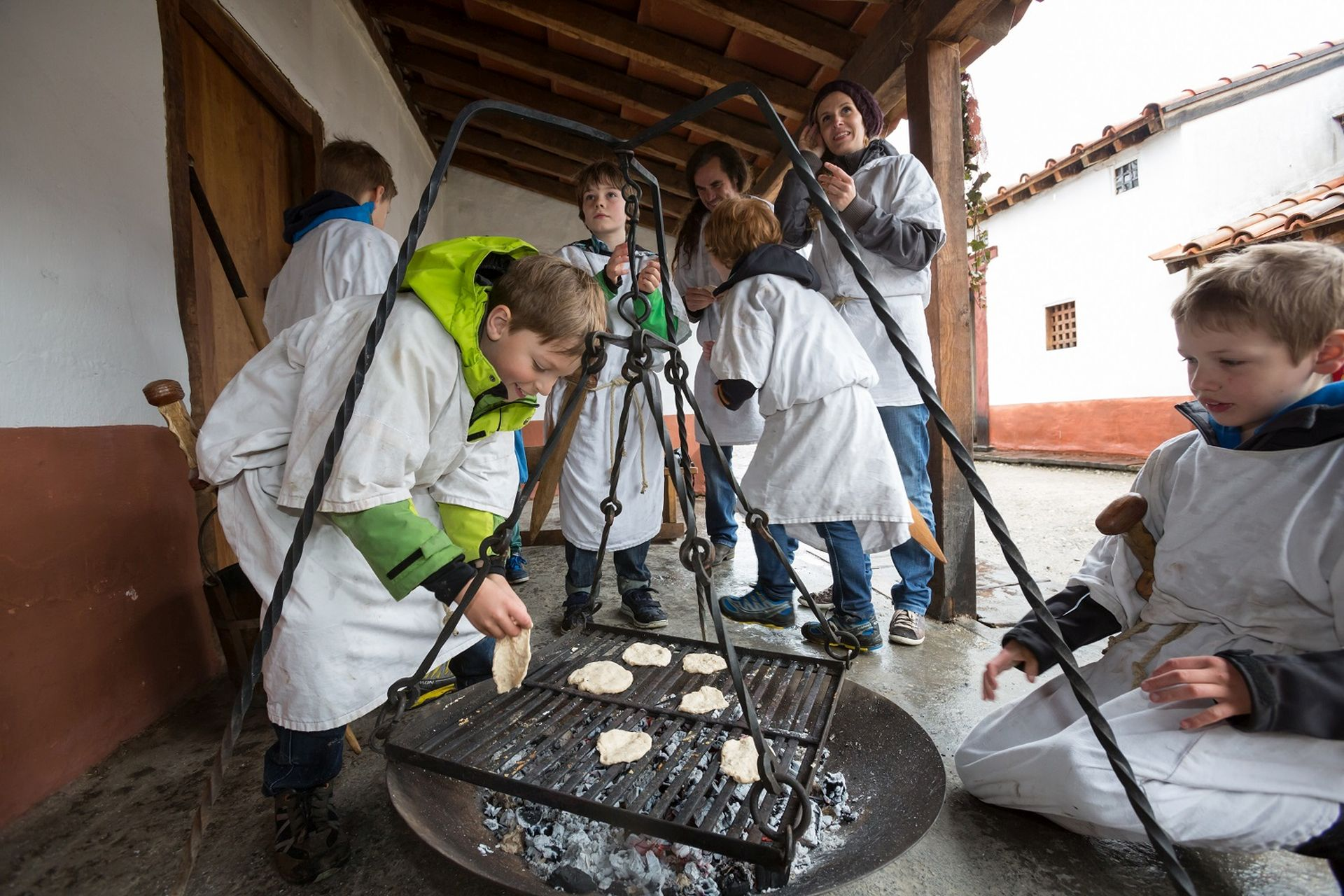 kochen Am Legionärspfad als Römer gekleidet