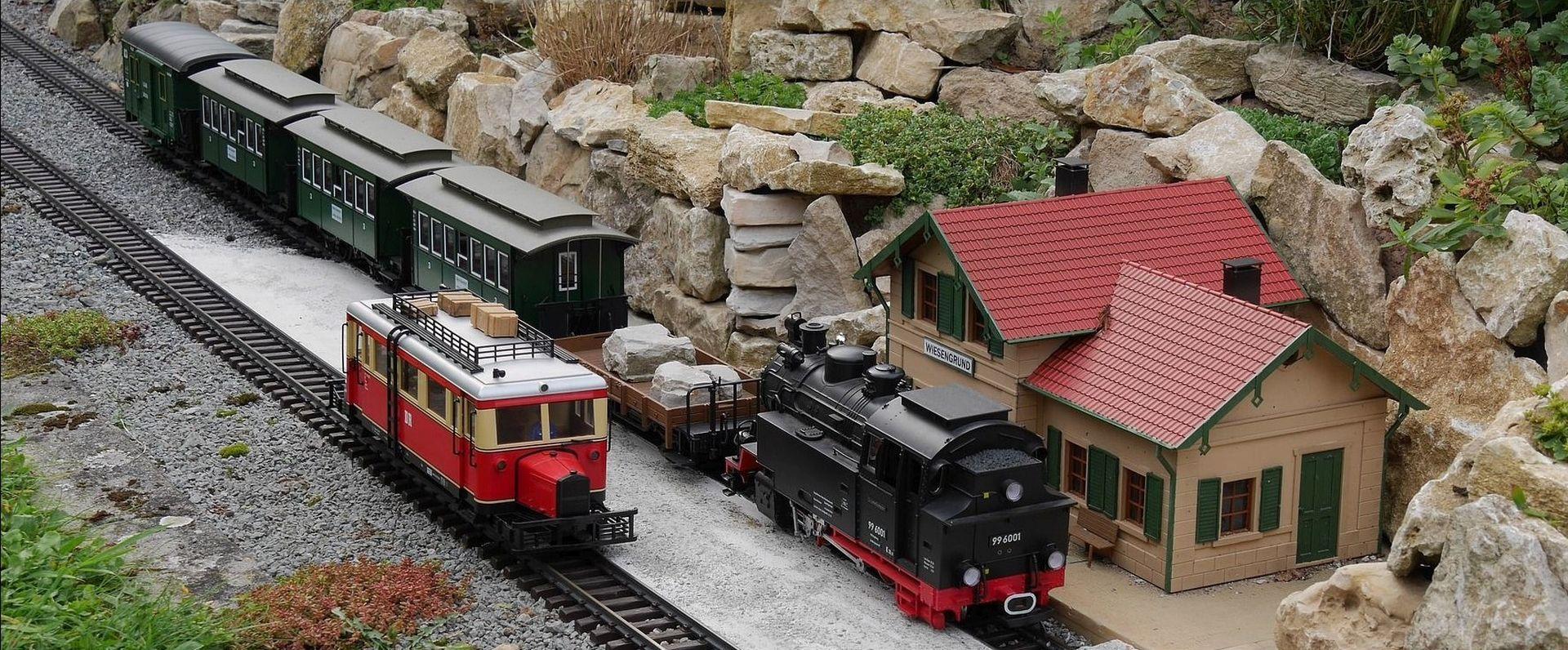 Modelleisenbahn mit Bahnhog