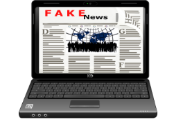Laptop mit Fake News