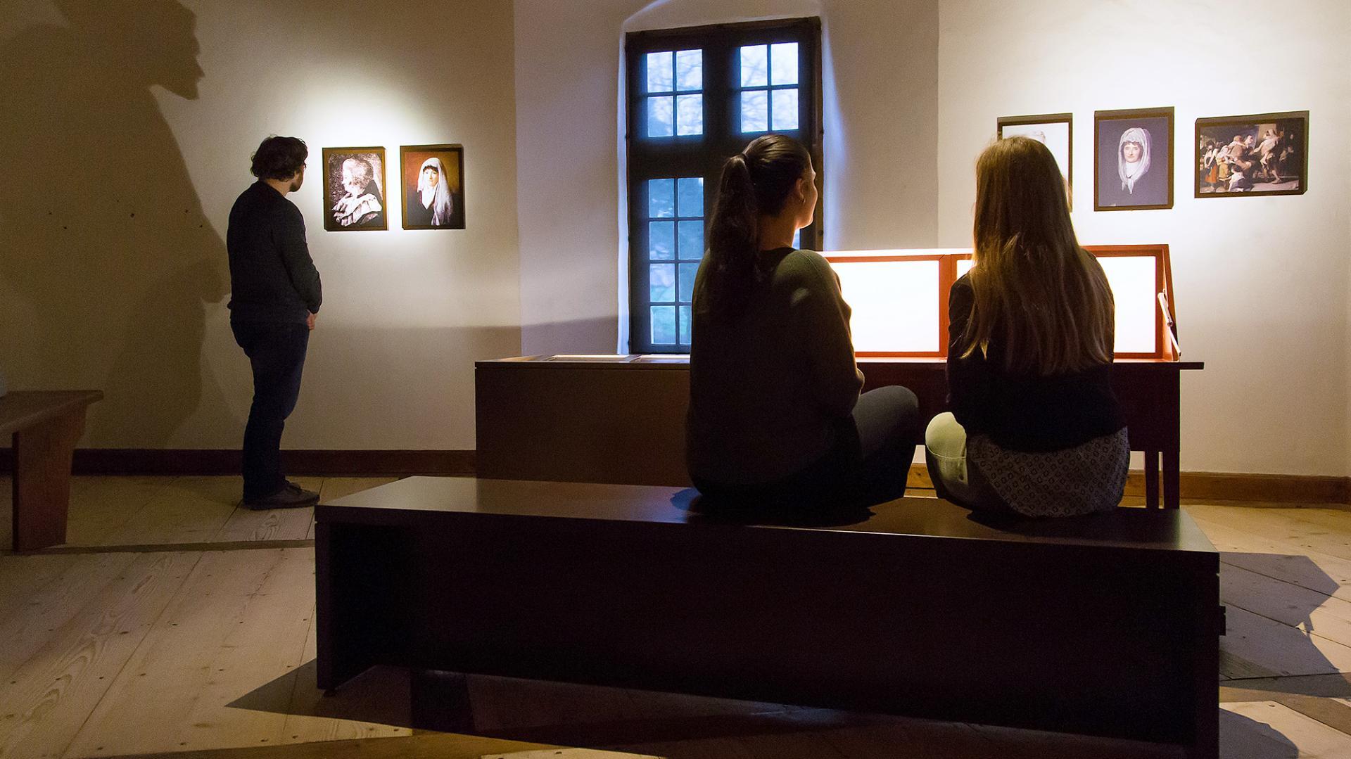 Blick in die Ausstellung von Schloss Hallwyl