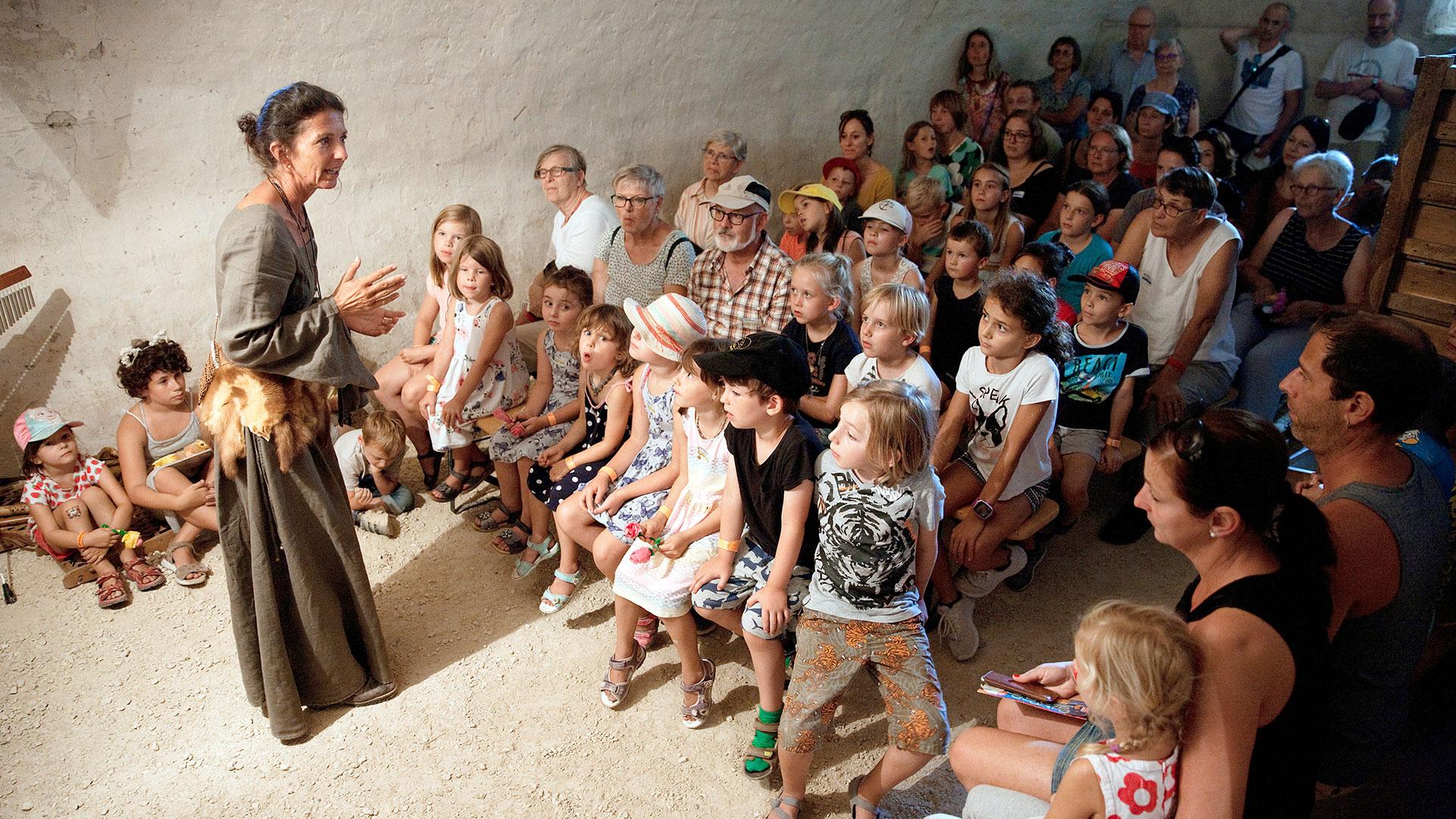 Eine Märchenerzählerin mit vielen Familien
