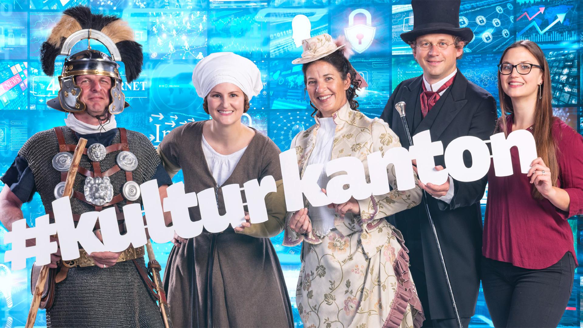 Drei Frauen und zwei Männer in historischer Kleidung; sie halten den Schriftzug #kulturkanton