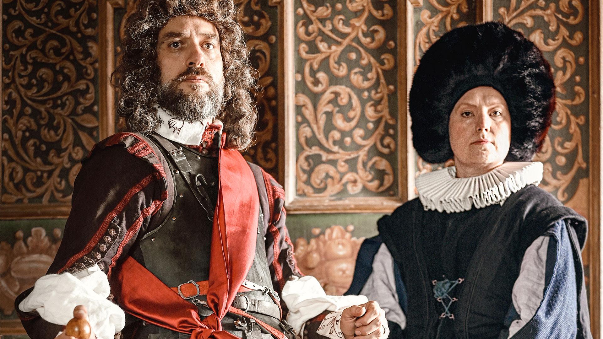 Zwei historisch gekleidete Personen: eine Frau und ein Mann.